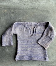 Easy baby tunic sweater. Click the picture to get the pattern.